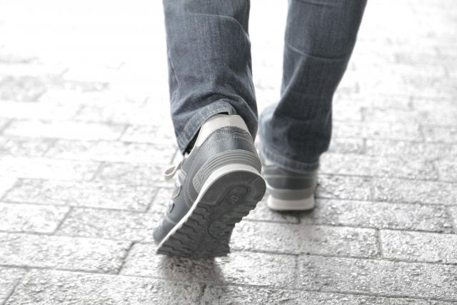 徒歩で移動